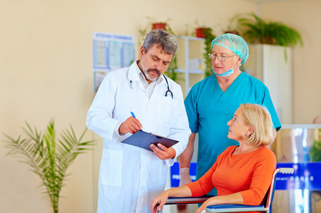 doctor and surgeon consulting patient about medication Foto de archivo