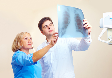 fractured: medical staff discussing the roentgen radiogram in hospital Stock Photo