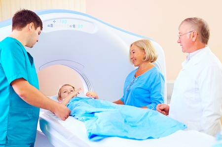 little patient kid among medical staff ready for ct scanning Stockfoto