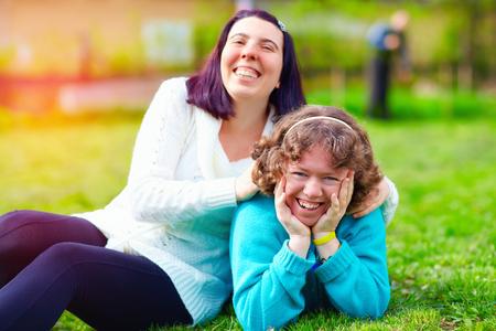春の芝生の上の障害を持つ幸せな女性の肖像画 写真素材
