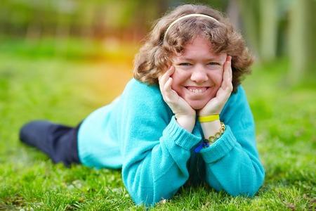 障害春パークで楽しんで幸せな女