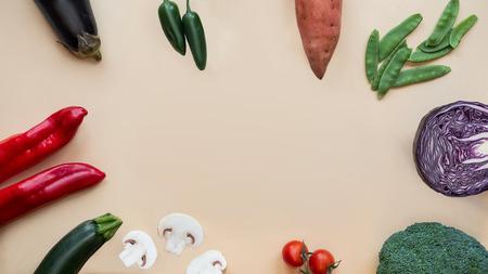 Fondo de comida sana. Diferentes verduras. Copie el espacio.