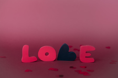 Love composition on pink background. Valentines day greeting card with love word. 版權商用圖片