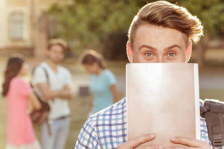 beaux yeux: Le gars est tr�s beaux yeux.