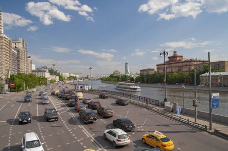 kotelnicheskaya embankment: RUSSIA, MOSCOW - MAY 11, 2016: Car traffic on Kotelnicheskaya embankment.