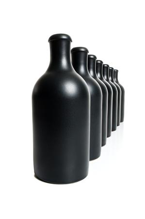 Set van verschillende mat zwarte flessen op een witte achtergrond. Stockfoto - 80322713