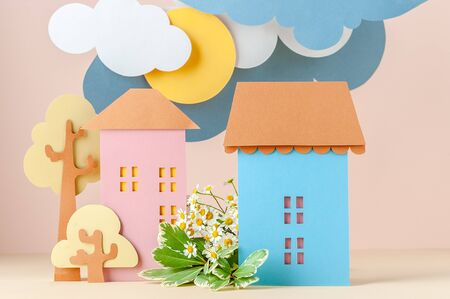 Multi-level installation of paper in childrens style: Houses and flowers. Stockfoto