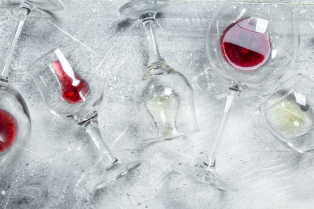 Wine background. Glasses of red and white wine. On a rustic background. 版權商用圖片