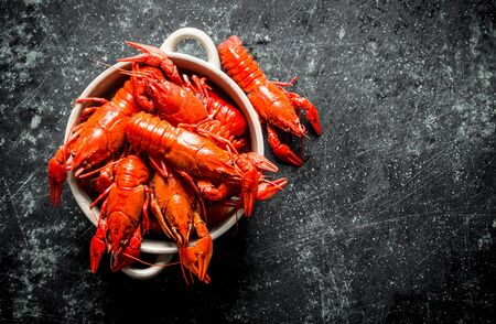 Red boiled crayfish in bowl. On dark rustic background Stok Fotoğraf - 124763637