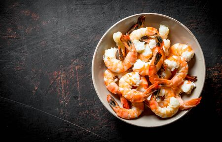 Boiled shrimp in bowl. On dark rustic background Stok Fotoğraf - 124763644
