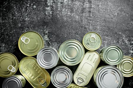 Various tin cans of canned food. On dark rustic background Imagens - 124763788