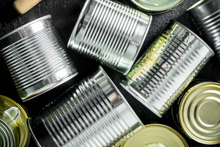 Canned food in closed cans. Top view Imagens - 124763728