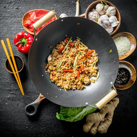 Chinese wok. Ingredients for cooking delicious Asian rice. On black rustic background Banque d'images - 124763734