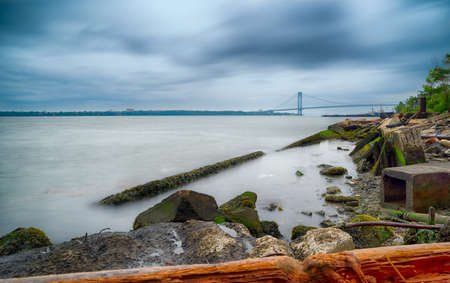 Verrazano narrows bridge connecting Brooklyn to Staten Island in New York Banque d'images