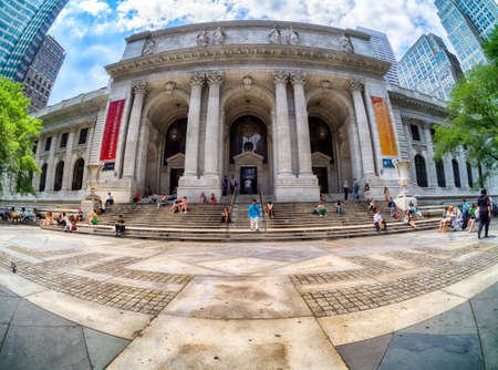 Frontal view of the New York Public Library
