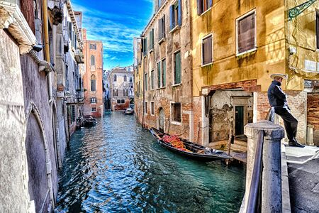 Canal with boats in Venice (Italy) on a cloudy day in late autumn Standard-Bild