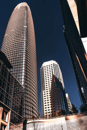 Salesforce Tower is currently the tallest building in the San Francisco skyline and is currently undergoing construction on the interior floors. Banque d'images