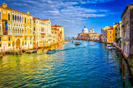 Grand canal and Basilica Santa Maria della Salute, Venice, Italy. Beautiful view on boats and vaporetto in Grand canal Banque d'images