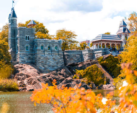 New York City Manhattan Central Park in Autumn with Belvedere Castle and colorful trees over lake. Éditoriale