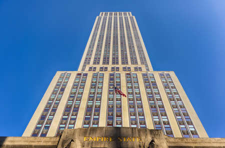 Empire State Building view from street level in Manhattan, New York. Éditoriale