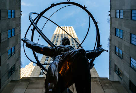 Low angle view of the Atlas Statue in Rockefeller Center. Created by Lee Lawrie in 1937. Éditoriale