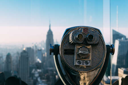 Tourist binoculars overlooking the Manhattan skyline in New York City at the morning, USA, United States of America Éditoriale