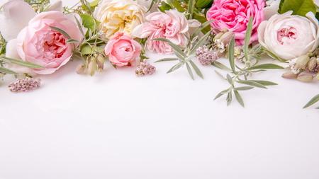 아름 다운 영어 장미 꽃 꽃다발 흰색 배경에 스톡 콘텐츠 - 81969897