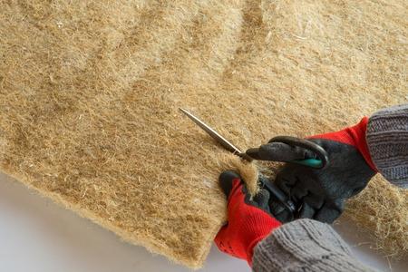 tło materiałowe - skompresowane panele termoizolacyjne z włókna konopnego,