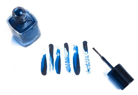 Color of the year 2020 classic blue. Strokes of nail polish on white paper texture Foto de archivo - 136175592
