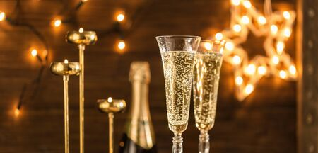 Two glasses of champagne. Symbol of New Year or Christmas celebration Foto de archivo - 136175606