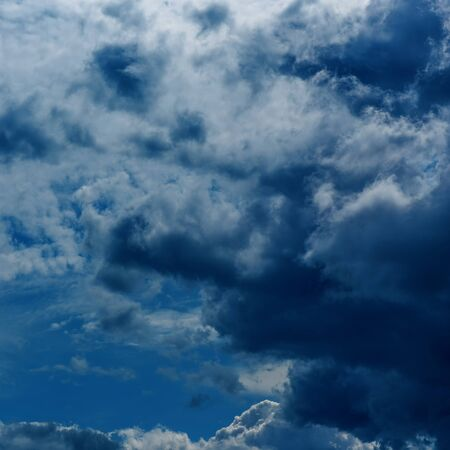 Dramatic sky with stormy clouds. Thunderstorm clouds sky background. Dramatic sky with stormy clouds Foto de archivo - 136175658
