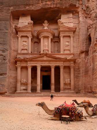 treasure trove: Jordan, Petra. Treasure Trove (Treasury), panoramic view with camels in the foreground Stock Photo