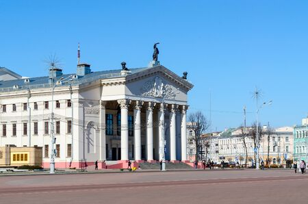 lenin: GOMEL, BELARUS - MARCH 18, 2015: Unidentified people go on Lenin Square near Gomel Regional Drama Theatre