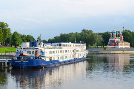 uglich russia: UGLICH, RUSSIA - JULY 19, 2016: Cruise ship Princess Annabella on river berth in old Russian town of Uglich, Golden Ring of Russia Editorial