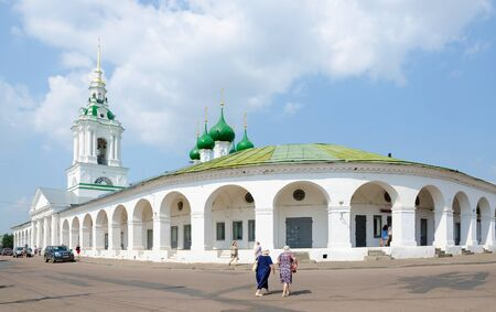 kostroma: KOSTROMA, RUSSIA - JULY 20, 2016: Unidentified people visit famous Shopping (Red ranks) and Church of Our Saviour in ranks in Kostroma, Golden Ring of Russia