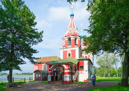 uglich russia: UGLICH, RUSSIA - JULY 19, 2016: Unidentified people walk near old Church of Tsarevich Dmitry on Blood, Uglich, Russia Editorial