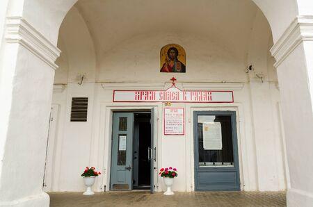 kostroma: KOSTROMA, RUSSIA - JULY 20, 2016: Entrance to Church of Savior in ranks, Kostroma, Russia Editorial