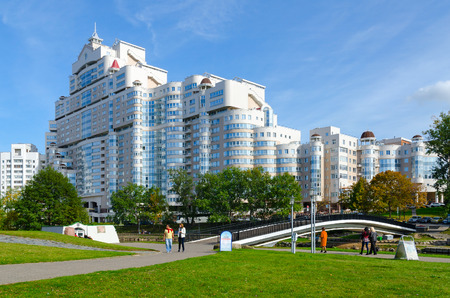 svisloch: MINSK, BELARUS - OCTOBER 1, 2016: View of Humpback bridge over Svisloch and residential complex At Trinity on Street Storozhevskaya in Minsk. Unidentified people walk on Island of Tears on sunny autumn day Editorial