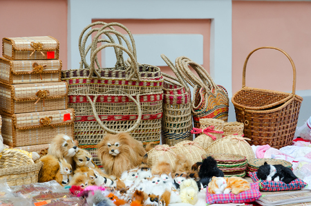 trabajo manual: Street trade on Slavonic Bazaar in Vitebsk. Wicker caskets, baskets, stuffed toys
