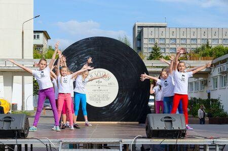 GOMEL, BELARUS - SEPTEMBER 12, 2015: Performance of group of children on open area during City Day, Gomel, Belarus Redakční