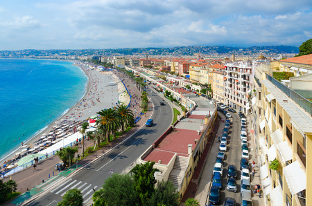 NICE, FRANCE - SEPTEMBER 15, 2018: Beautiful top view of Promenade des Anglais, Nice, Cote d'Azur, France Standard-Bild - 112050712