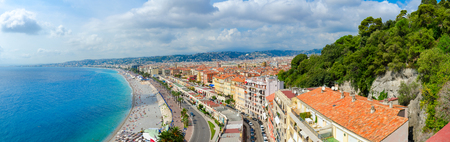 Beautiful panoramic view from above on sea and Promenade des Anglais, Nice, Cote d'Azur, France Standard-Bild - 112072984