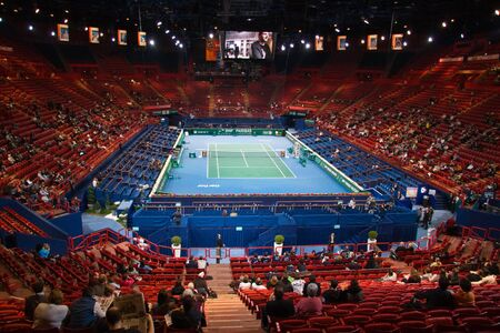 palais: PARIS - NOVEMBER 10: BNP Paribas Masters Centre Court general view, Palais Omnisports de Bercy on November 10, 2009 in Paris, France.