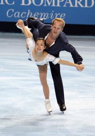 PARIS - OCTOBER 17: Rena INOUE and John BALDWIN of USA during pairs free skating event of ISU Grand Prix Eric Bompard Trophy October 17, 2009 at Palais-Omnisports de Bercy, Paris, France.