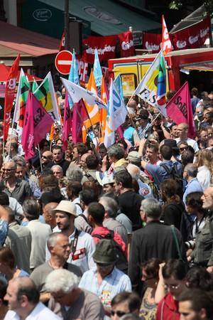 głosowało: Paryż - czerwca 24: 2,000,000 ludzie wykazać podczas ogólnokrajowe strajku Francji przeciwko emerytalnych remontów gdzie bill podniesienie wieku emerytalnego od 60 do 62 jest gÅ'osowanie we wrzeÅ›niu 24 czerwca 2010 roku w Paryżu, Francja Publikacyjne