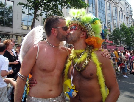 demonstrate: PARIS - JUNE 26: Two men kiss to demonstrate freedom of choice and diversity at the Paris Gay Pride parade, on June 26, 2010 in Paris, France.