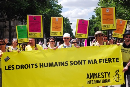 af: PARIS - JUNE 27: Amnesty International participates in the Paris Gay Pride parade to support gay rights, on June 27, 2009 in Paris, France.