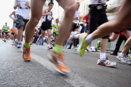PARIGI - 5 aprile: 31.373 persone hanno preso parte l'annuale Maratona di Parigi, che partito da Arco di Trionfo e corse attraverso la città di Parigi il 5 aprile 2009 a Parigi, Francia.