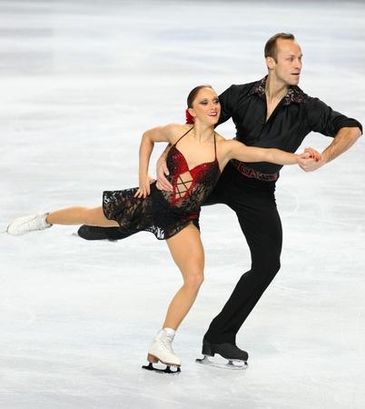 PARIS - 26. NOVEMBER: Maylin HAUSCH und Daniel WENDE Deutschland während Paare kurze skating Ereignis bei Eric Bompard Trophy am November 26, 2010 at Palais Omnisports de Bercy, Paris, Frankreich durchführen.
