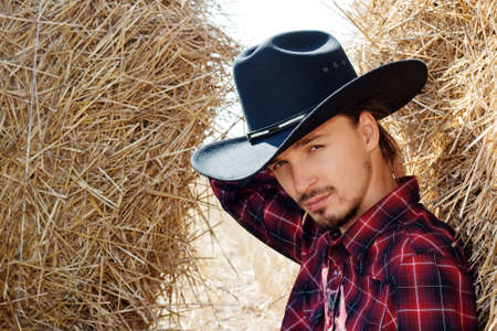 chapeau de paille: Cowboy dans le foin Banque d'images